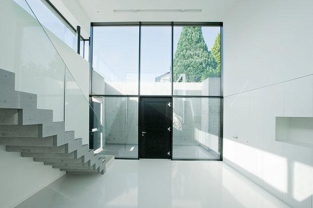 Moderne Entrée by BAU-WERK-STADT Architekten Thomas Bechtold