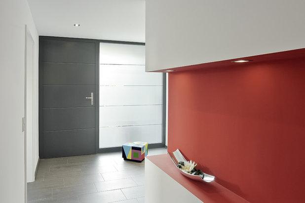 Modern Eingang by HeKa Bauelemente GmbH