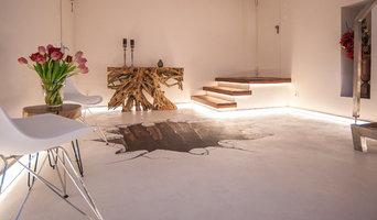 Heller & moderner Eingangsbereich besticht durch indirekte Beleuchtung
