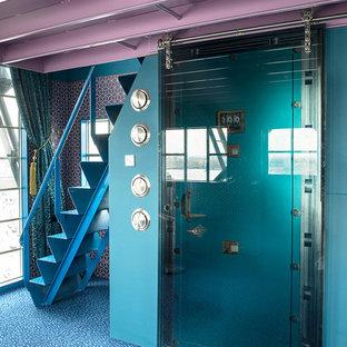 Idee per una porta d'ingresso boho chic con pareti blu, moquette, una porta singola e una porta in vetro