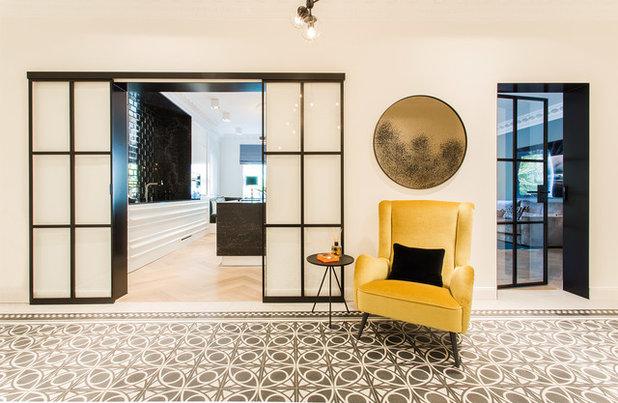 Klassisch modern Eingang by Arzu Kartal Interior Design