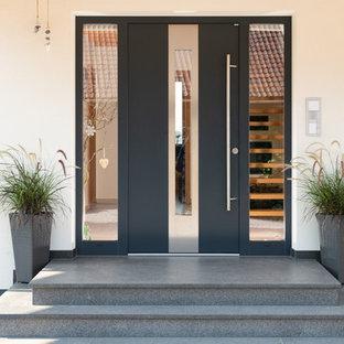 Mittelgroße Moderne Haustür mit weißer Wandfarbe, Granitboden, Einzeltür, schwarzer Tür und grauem Boden in Nürnberg