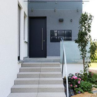 На фото: входные двери среднего размера в современном стиле с гранитным полом, одностворчатой входной дверью, черной входной дверью и серым полом