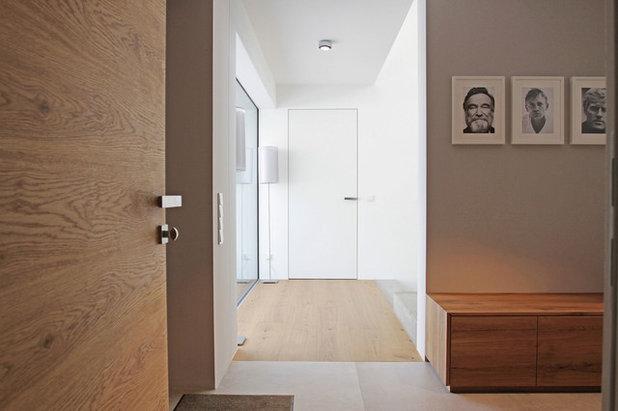 Minimalistisch Eingang by Fußner-Kühne Architekten