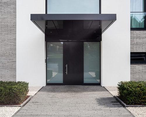 moderner eingang mit schwarzer t r hauseingang eingangsbereich gestalten houzz. Black Bedroom Furniture Sets. Home Design Ideas