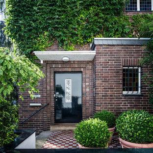 Rustikale Haustür mit brauner Wandfarbe, Einzeltür und schwarzer Tür in Köln