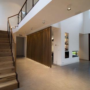Ejemplo de entrada actual con suelo de cemento y suelo gris