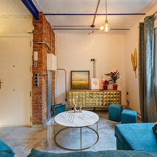 Идея дизайна: узкая прихожая в стиле модернизм с белыми стенами, мраморным полом, одностворчатой входной дверью, белой входной дверью и бирюзовым полом