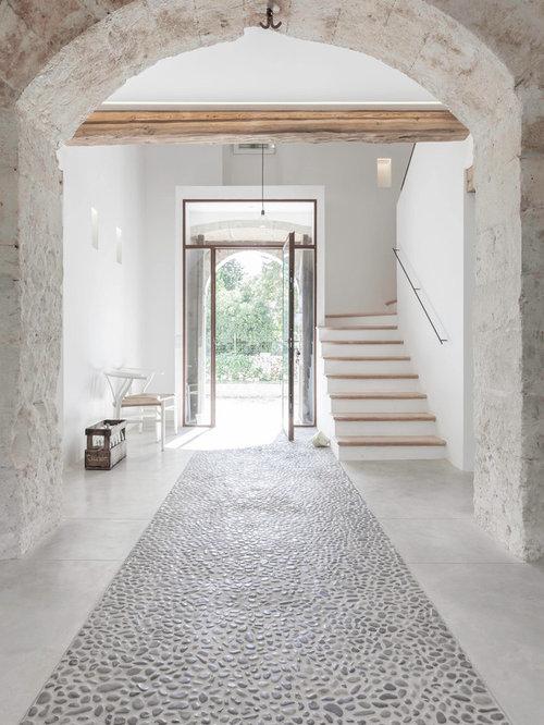 Großer Mediterraner Eingang Mit Weißer Wandfarbe, Einzeltür Und Glastür In  Palma De Mallorca