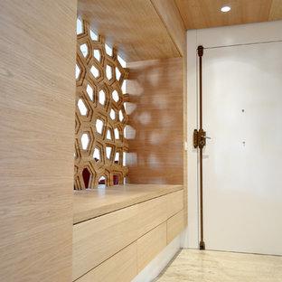 Ejemplo de hall actual con puerta blanca, suelo beige y puerta simple