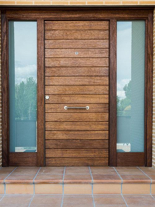 porte d 39 entr e campagne avec un sol en carreau de terre cuite photos et id es d co de portes d. Black Bedroom Furniture Sets. Home Design Ideas