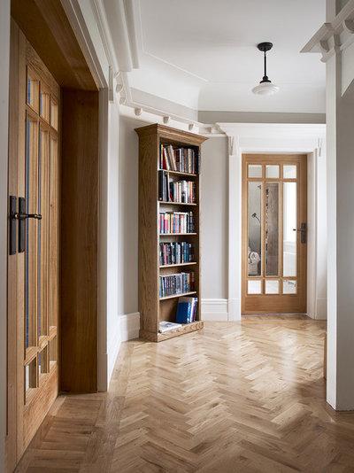 Klassisch Eingang by Brownlow