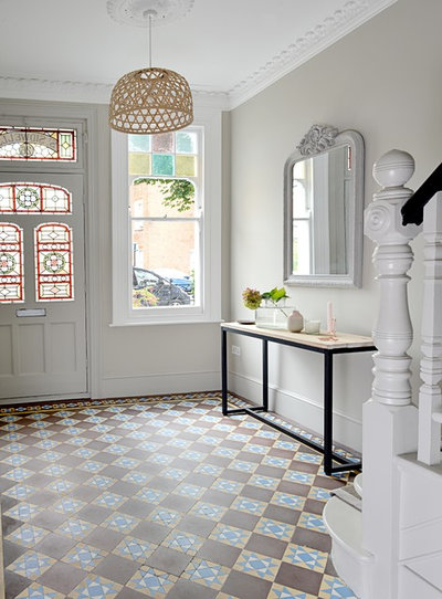 Traditional Entrance by Into interior design