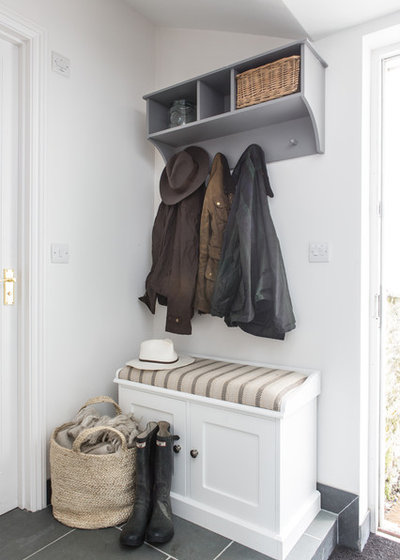 Beach Style Entry by Wickenden Hutley