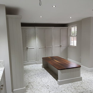 Inspiration for a contemporary entrance in Hertfordshire.