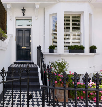 Victorian Entrance by Noda Designs