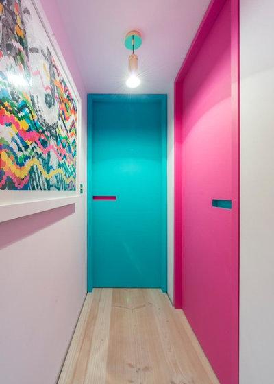Contemporary Entrance by Alexander Owen Architecture