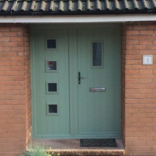 Idee per una grande porta d'ingresso american style con una porta singola e una porta verde