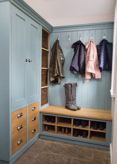 Traditional Entry by Culshaw Kitchen Makers