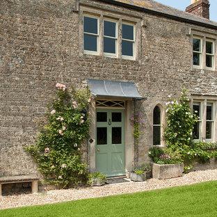 Idéer för att renovera en mellanstor lantlig ingång och ytterdörr, med en enkeldörr och en grön dörr