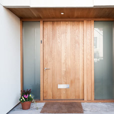 Contemporary Entry by Moon Design + Build