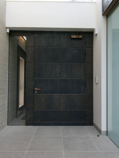 Porte d 39 entr e avec un mur blanc photos et id es d co de for Portes principales bois