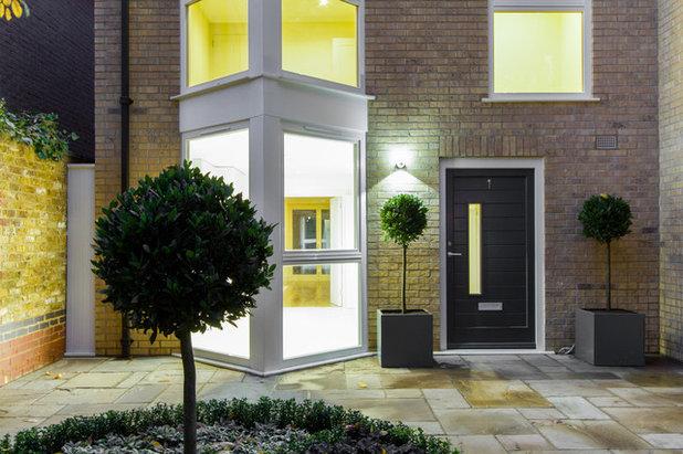 Modern Eingang by Chris Snook
