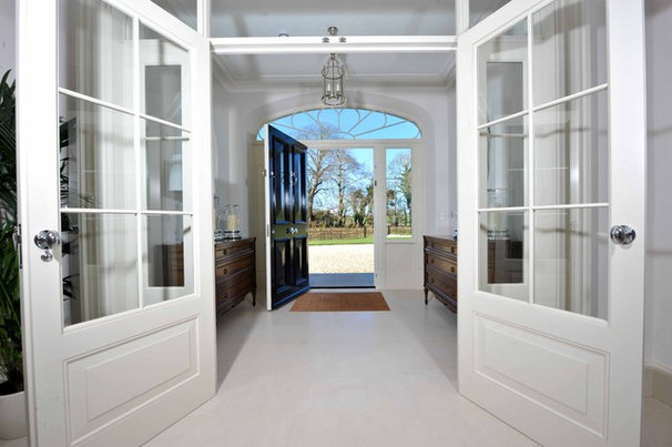 Traditional Entry by Des Ewing Residential Architects