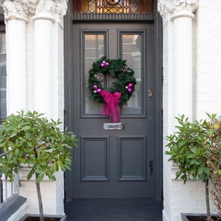 Inspiration for a traditional entrance in London.