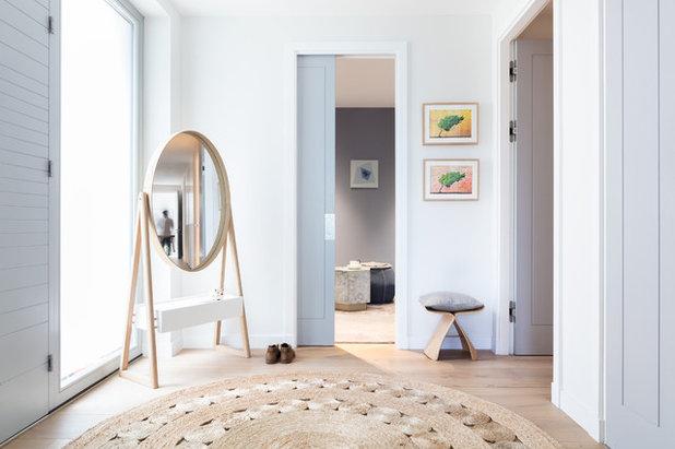 Clásico renovado Entrada by Black and Milk | Interior Design | London