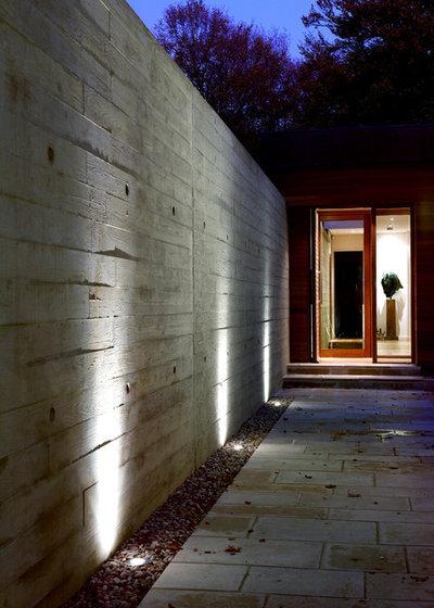 Modern Entrance by PAD studio