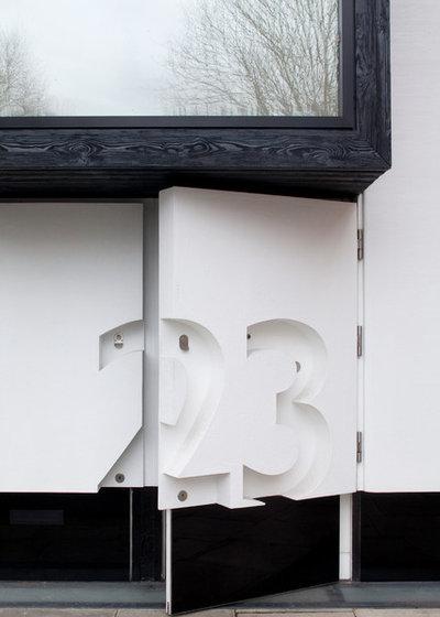 Modern Eingang by MATT architecture LLP