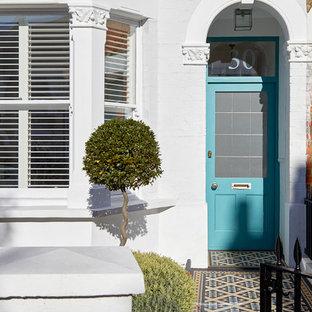 ロンドンのトランジショナルスタイルのおしゃれな玄関の写真