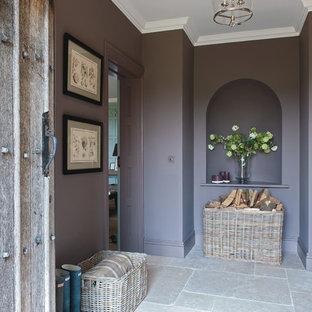На фото: большие прихожие в стиле кантри с фиолетовыми стенами и полом из известняка