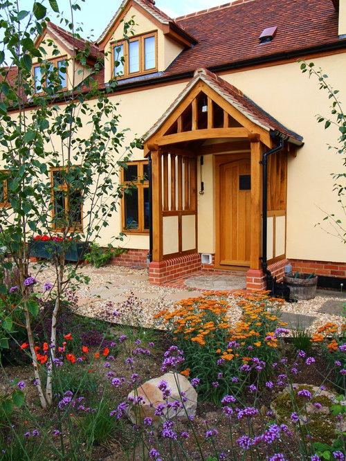 landhausstil eingang mit hellbrauner holzt r hauseingang eingangsbereich gestalten. Black Bedroom Furniture Sets. Home Design Ideas