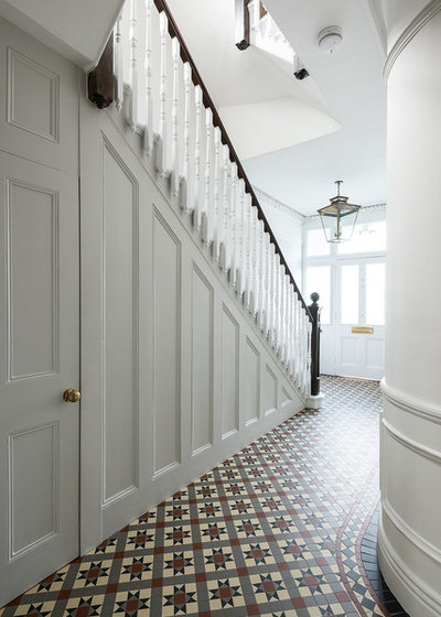 Traditional Entrance by Troughton Residential London