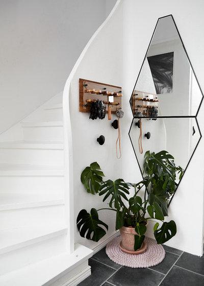 Scandinavian Entrance by Mia Mortensen Photography