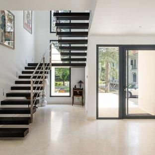 Hall D Entrée Design entrée avec un sol en carrelage de céramique : photos et idées déco