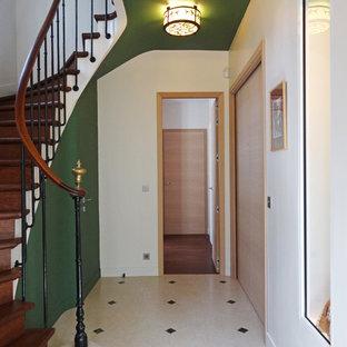 Cette photo montre un hall d'entrée chic de taille moyenne avec un mur vert.