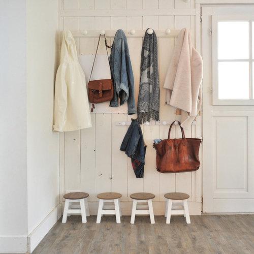 Amnagement Duune Entre Campagne Avec Un Vestiaire Mur Blanc Sol With Meuble D Entree Maison Du Monde