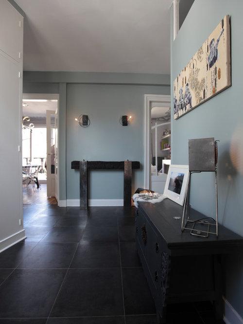 Entr e avec un sol en carrelage de c ramique et un couloir photos et id es - Carrelage entree maison ...