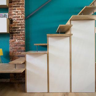 Diseño de puerta principal industrial, pequeña, con paredes verdes, suelo de baldosas de cerámica, puerta simple, puerta de vidrio y suelo gris