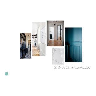 Ejemplo de distribuidor machihembrado, actual, grande, con paredes azules, suelo de baldosas de terracota, puerta de madera clara y suelo multicolor