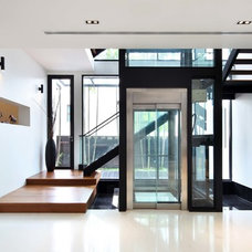 Contemporary Entry by The Interior Place (S) Pte Ltd