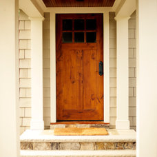 Traditional Entry by Tuckahoe Creek Construction, Inc.