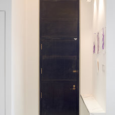 Contemporary Entry by Promenade Design + Build