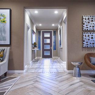 他の地域の片開きドアコンテンポラリースタイルのおしゃれな玄関ドア (紫のドア) の写真
