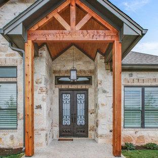 Idéer för rustika ingångspartier, med beige väggar, en dubbeldörr, en brun dörr och beiget golv