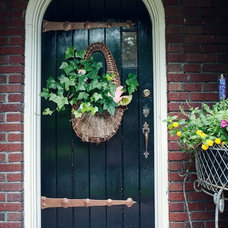 Traditional Entry by Wilson Associates Real Estate