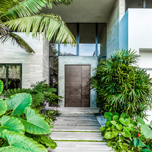 Example of an island style entryway design in Miami